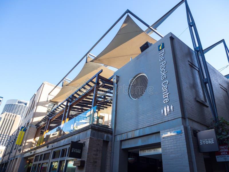 岩石中心的门面大厦是品种发现时尚、辅助部件、食物和甜点在悉尼CBD 库存照片