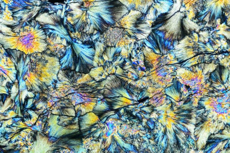 岩石五颜六色的微水晶在偏光的 免版税库存图片