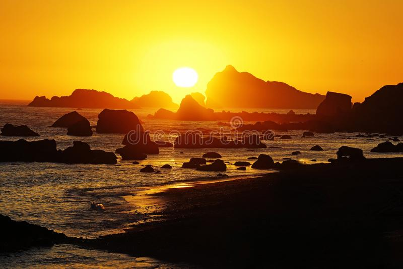 岩石加利福尼亚日落 免版税库存图片