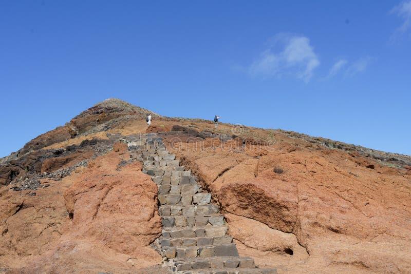 岩石台阶射击在小山的 免版税库存照片