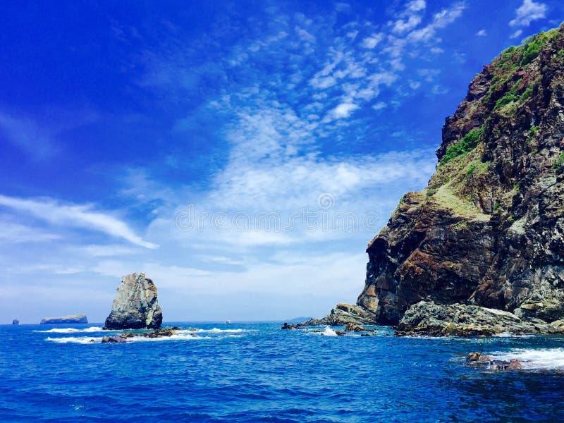 Download 岩石和岩石 库存照片. 图片 包括有 包围的, 形成, 岩石, 海洋, 重婚 - 59104874