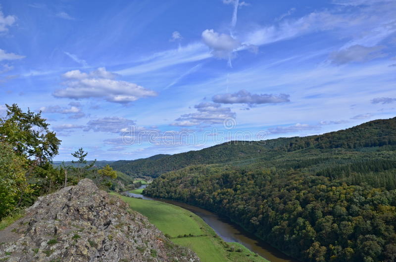 岩石和河 免版税库存照片