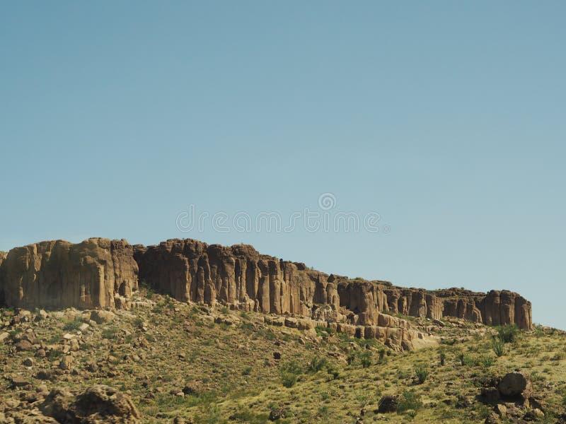 岩石在沙漠 图库摄影