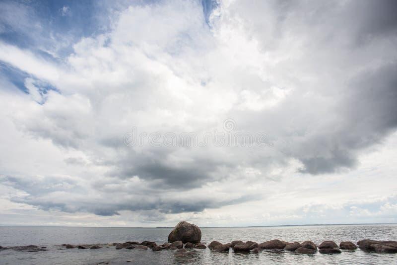 岩石在海洋 库存照片