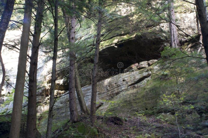 岩石墙壁,灰洞,俄亥俄 免版税库存图片