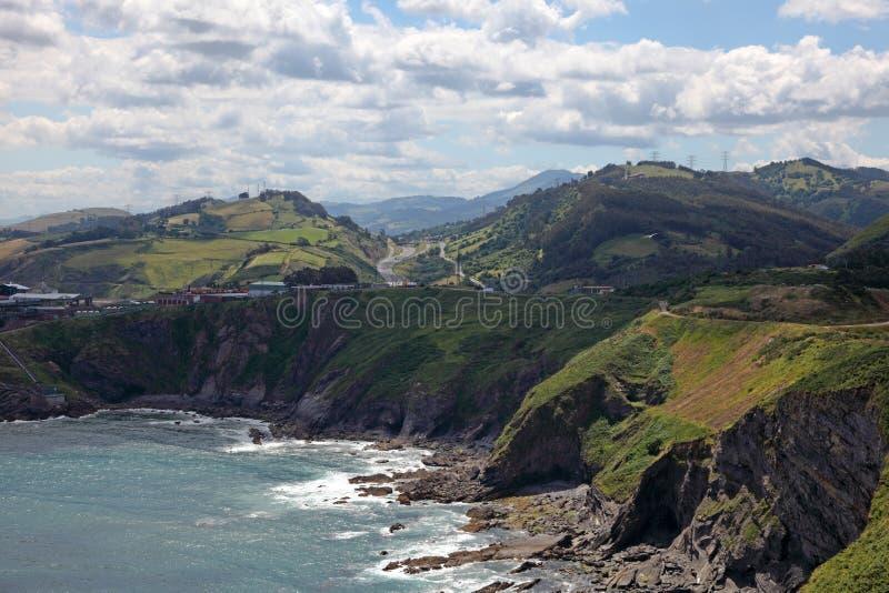 岩石大西洋海岸在坎塔布里亚 免版税库存照片