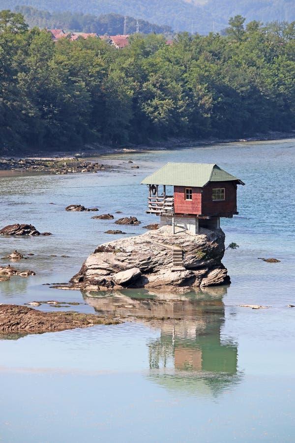 岩石德里纳河河的议院 免版税库存照片