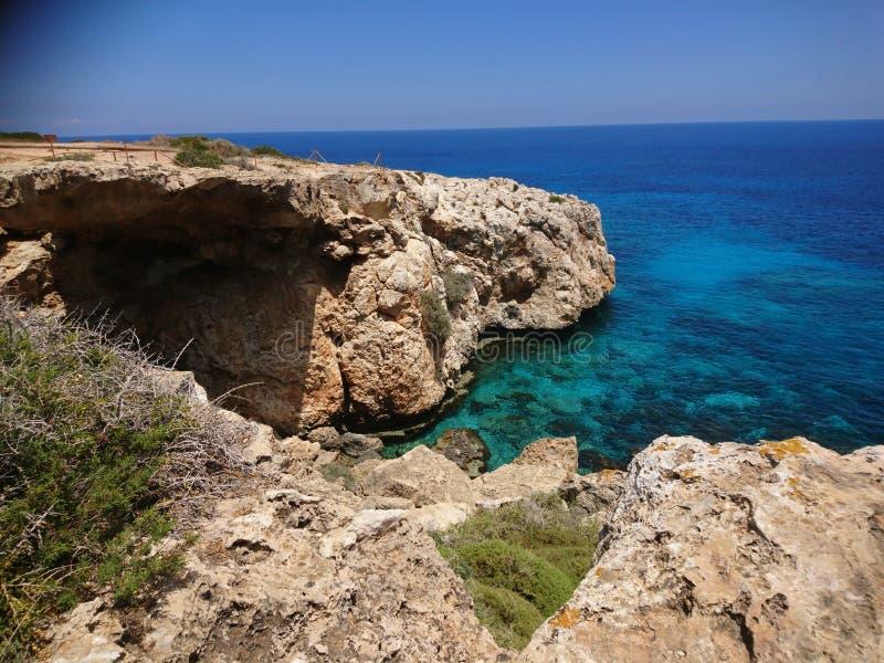 岩石海岸在塞浦路斯 库存照片