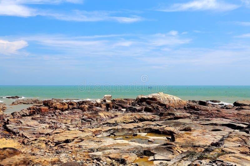 岩石海岸秀丽  免版税图库摄影
