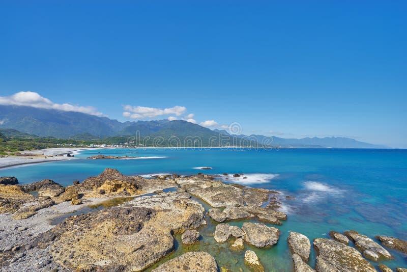 岩石海岸线海滩美丽的scenics在三仙台的在呈贡市 免版税库存照片