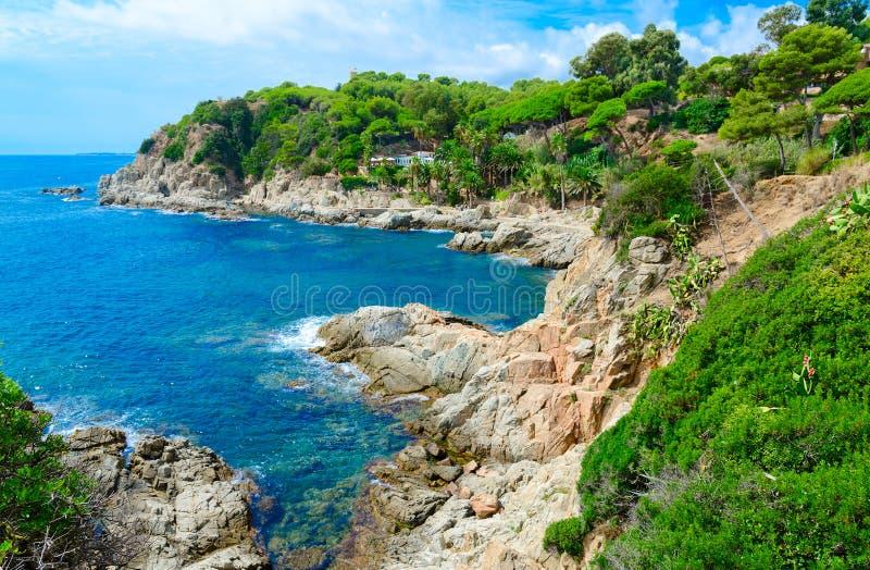 岩石海岸,略雷特德马尔,肋前缘Brava,卡塔龙尼亚,西班牙风景看法  库存图片