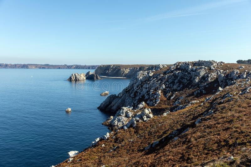 岩石海岸la pointe du Toulinguet 库存图片