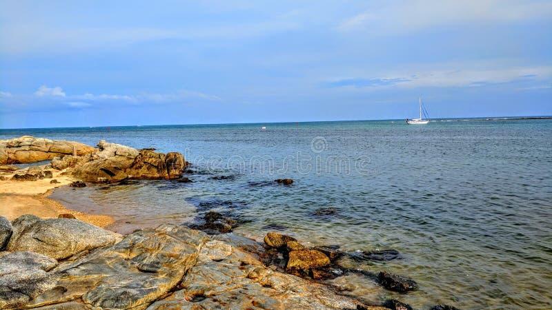 岩石海滩酸值苏梅岛,泰国 图库摄影