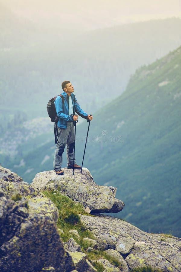 岩石的人 对高Tatras的步行,斯洛伐克 欧洲 库存图片