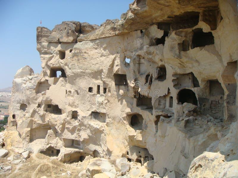 岩石的古老被形成的教会在Cavusin Capadoccia,土耳其村庄  库存照片
