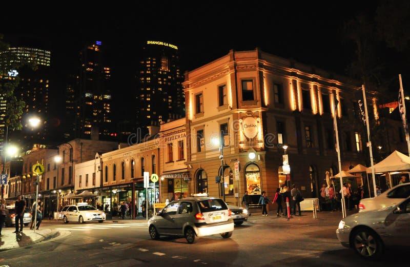 岩石的夜摄影是悉尼` s市中心都市现场、旅游界域和历史的区域  库存图片