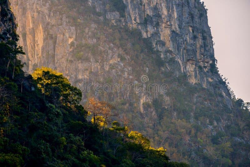 岩石的峭壁 免版税图库摄影