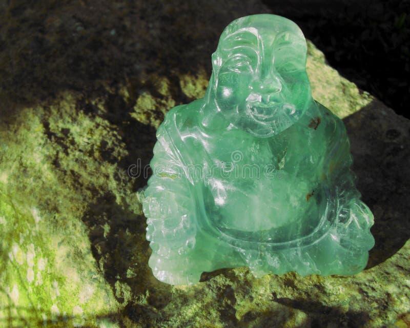 岩石的绿色水晶菩萨 免版税库存照片