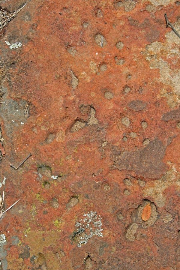 岩石被布满痘痕的表面  免版税库存图片