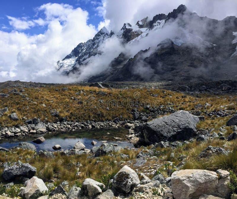 岩石贫瘠风景深和高在安地斯,秘鲁 图库摄影