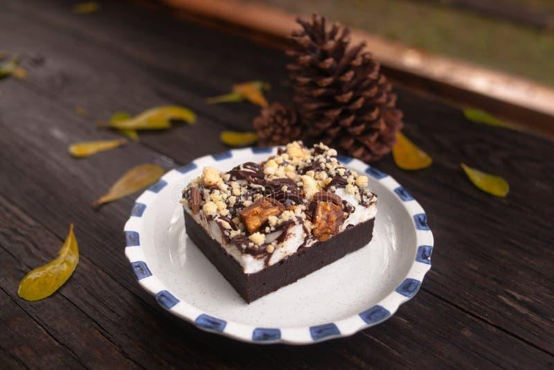 岩石路果仁巧克力 库存图片