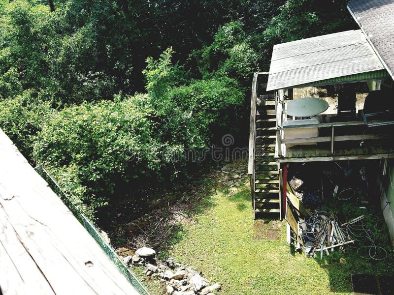 岩石顶视图临近房子 库存图片