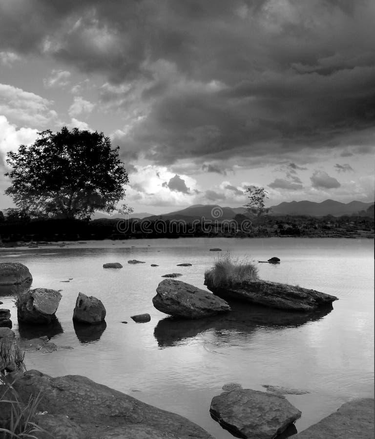 Download 岩石 库存图片. 图片 包括有 冬天, 爱尔兰, 严重, 天空, 结构树, 云彩, 岩石 - 179645