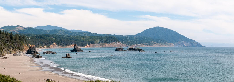 岩石Calfornia海岸线 库存照片