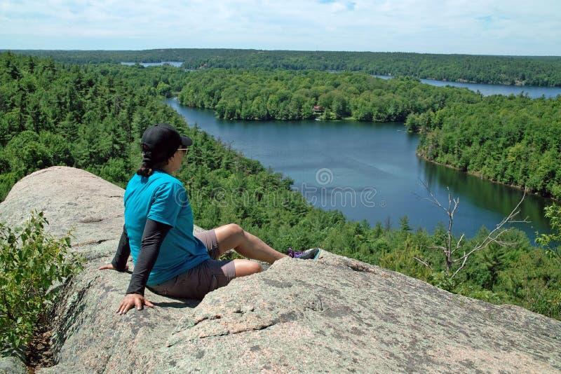 岩石Dunder供徒步旅行的小道, Lyndhurst,安大略,加拿大 图库摄影