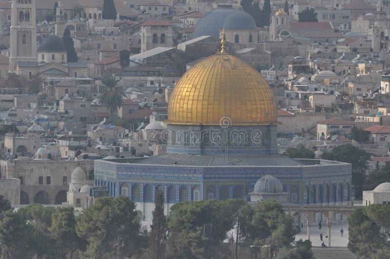 岩穹 奥马尔清真寺 以色列古城耶路撒冷的穆斯林圣殿 信众的祈祷地 库存照片