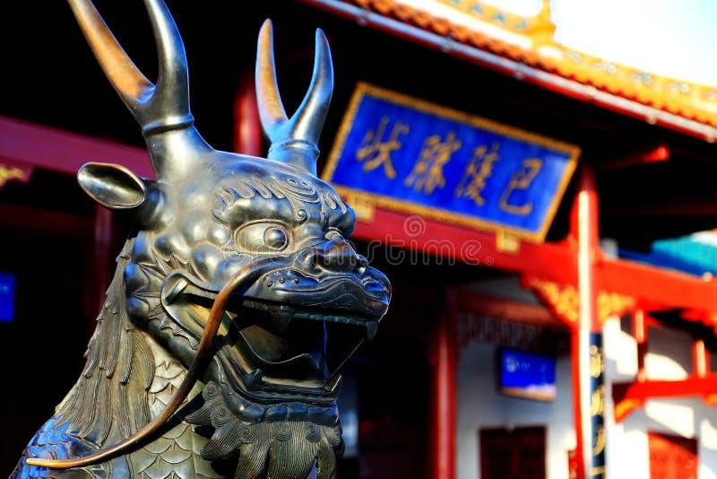 岳阳楼龙雕塑在220公元被建立了,并且是四个著名塔之一在中国 图库摄影