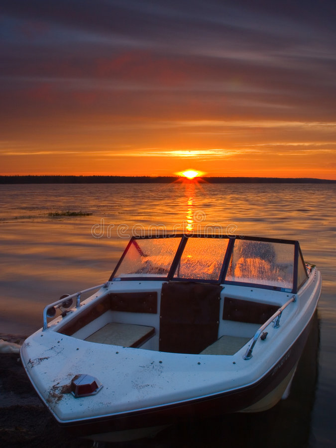 岸上小船 免版税库存图片
