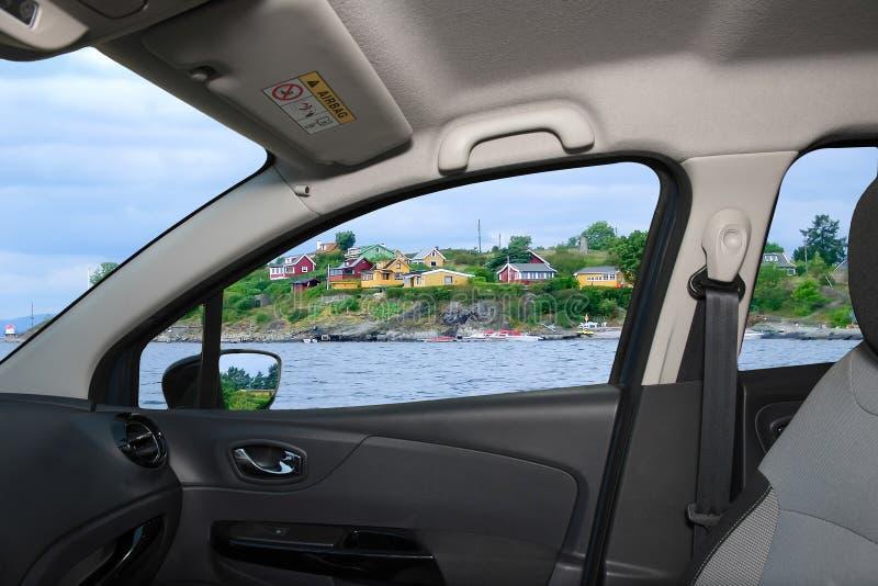 岸的车窗俯视的房子,奥斯陆海湾,挪威 库存照片