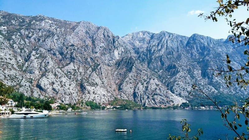 峡湾在黑山 库存图片