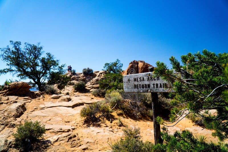 峡谷土地Mesa曲拱国立公园犹他标志 库存照片