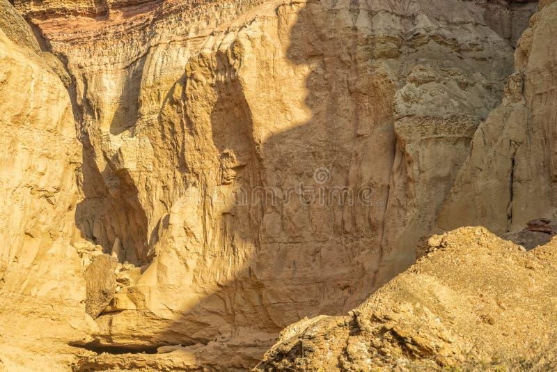 峡谷墙壁在纳米贝省沙漠 太阳 闹事 安格斯 免版税库存图片