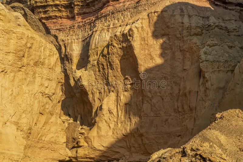 峡谷墙壁在纳米贝省沙漠 太阳 闹事 安格斯 免版税库存照片