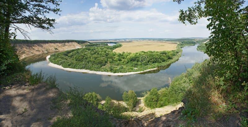 峡谷Krivobore,从高银行的顿河的全景。俄罗斯。沃罗涅日地区 免版税库存照片
