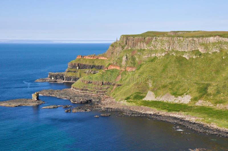 峭壁临近巨人的堤道,北爱尔兰 库存照片