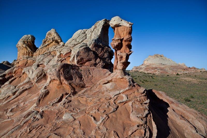 峭壁使朱红色环境美化 免版税图库摄影
