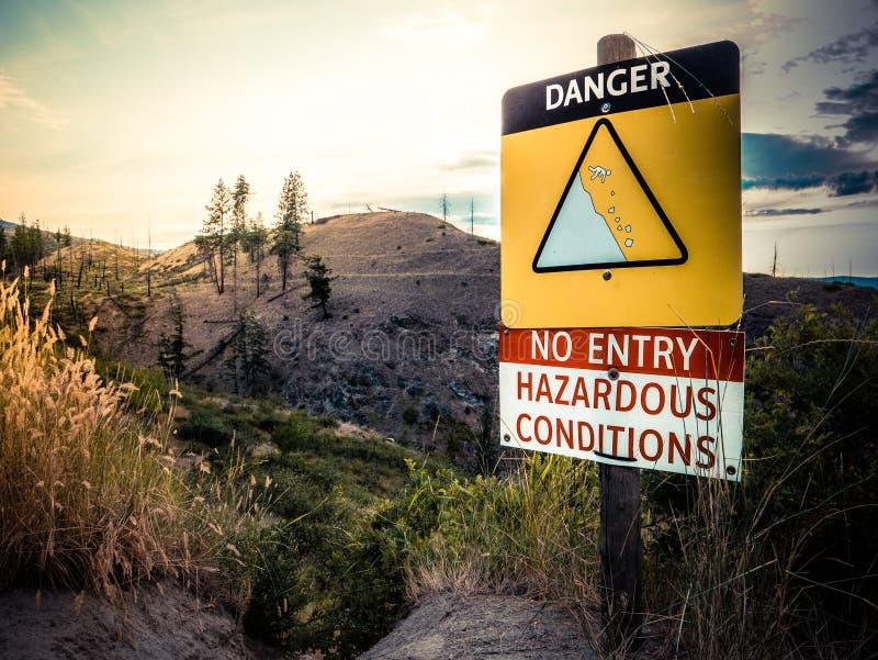 峭壁危险标志 库存照片