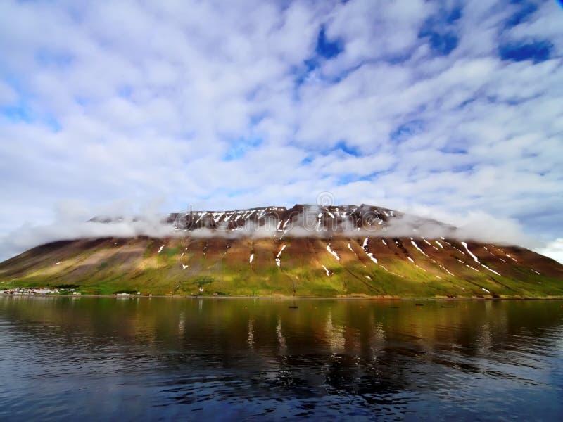 峭壁和天空在冰岛 免版税图库摄影