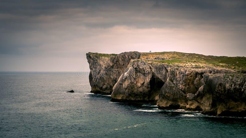 峭壁和海洋 坎塔布里亚在西班牙 免版税图库摄影