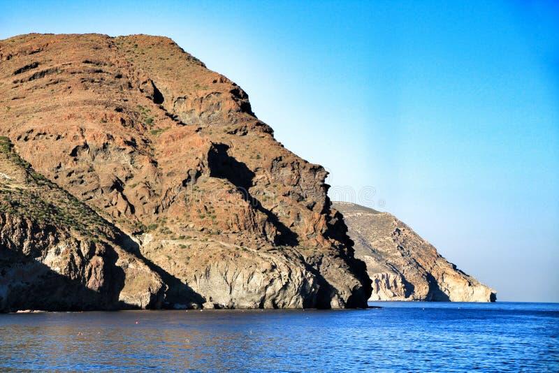 峭壁和海滩在Cabo de加塔角自然保护,阿尔梅里雅 库存图片