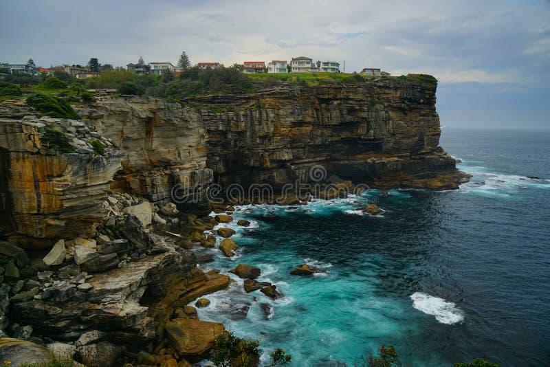 峭壁和海金刚石海湾的在悉尼 库存图片