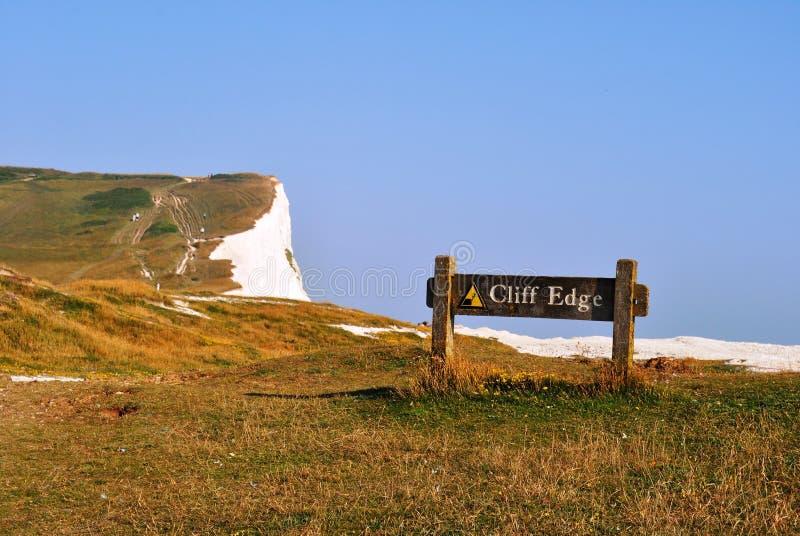 峭壁在七个姐妹布赖顿的边缘标记在一个晴天 免版税库存图片