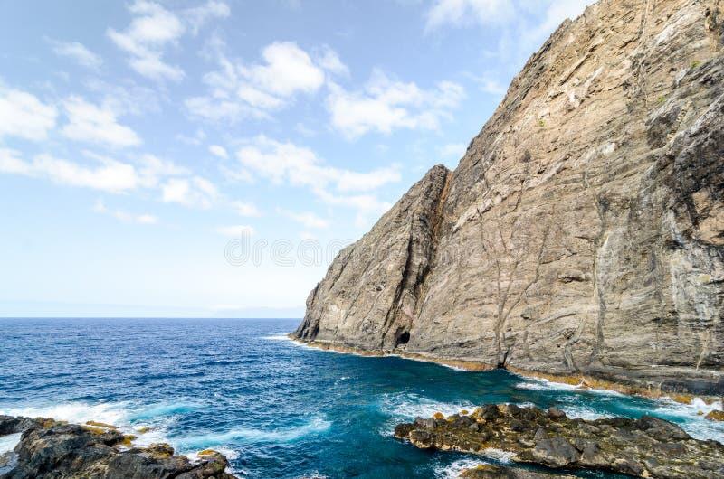 峭壁在戈梅拉岛海岛,加那利群岛 免版税库存照片