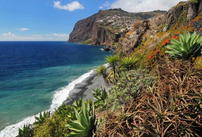 峭壁在马德拉岛03的南部的海岸的Cabo Girao 免版税库存图片