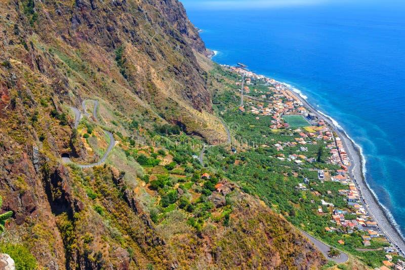从峭壁的激动人心的景色在Madalena毁损,马德拉岛 图库摄影