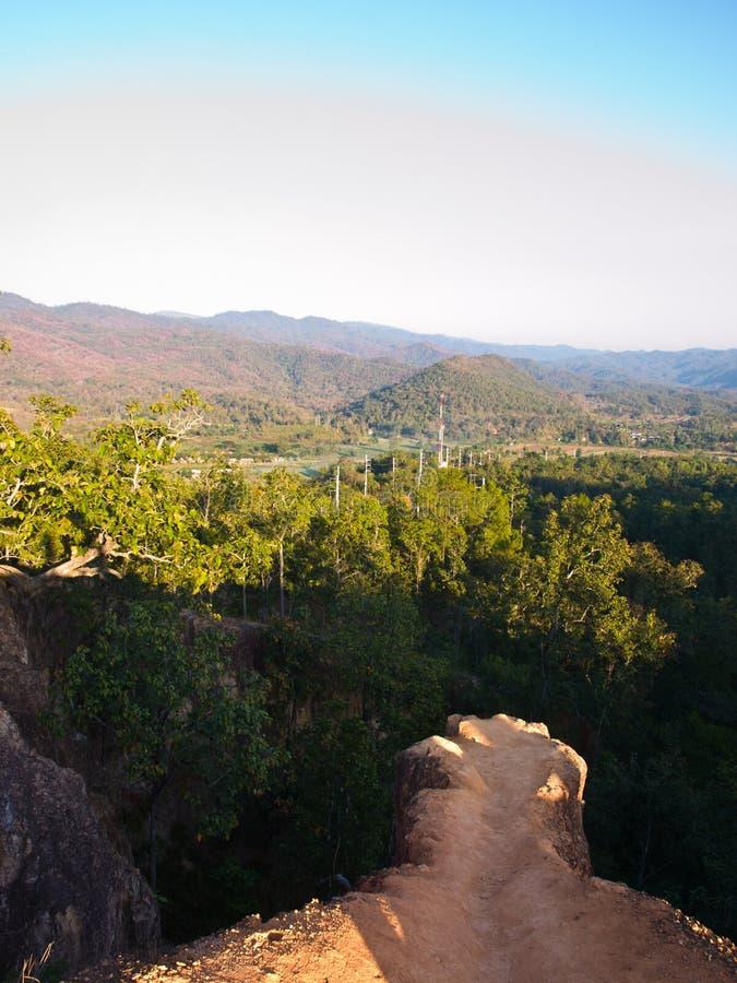 Download 从峭壁谷的看法在Pai峡谷(孔Lan) 库存图片. 图片 包括有 乡下, 风景, 北部, 旅行, 室外, 结构树 - 30329557